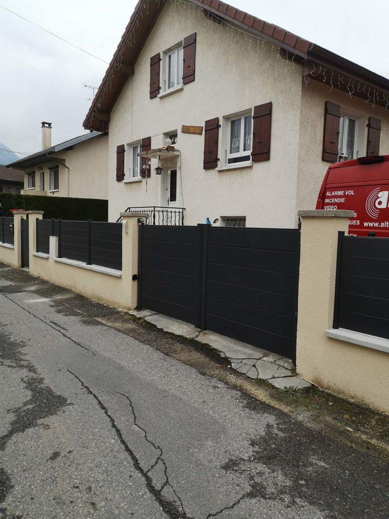 Portail battant en aluminium à Annecy en Haute-savoie 74